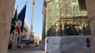 Les bâtiments de L'Aquila (Italie) toujours en travaux le 25 août 2016, sept ans après le séisme qui a dévasté la ville. (MAURIZIO GAMBARINI / DPA / AFP)