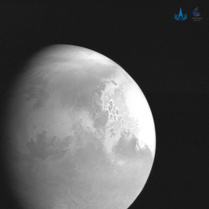 La première image de Mars capturée par la sonde chinoise Tianwen-1, et diffusée par l'agence spatiale chinoise le 5 février 2021. (XINHUA / AFP)