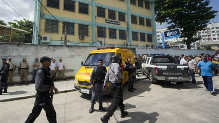 Des policiers sont intervenus dans un école primaire à Rio où un homme a ouvert le feu, tuant plusieurs personnes (AFP - ANTONIO SCORZA)