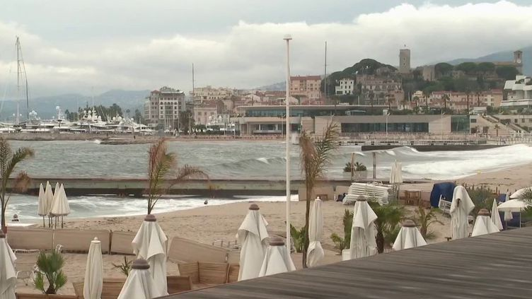 Vacances : à quoi ressemble le tourisme sous couvre-feu ? (France 2)