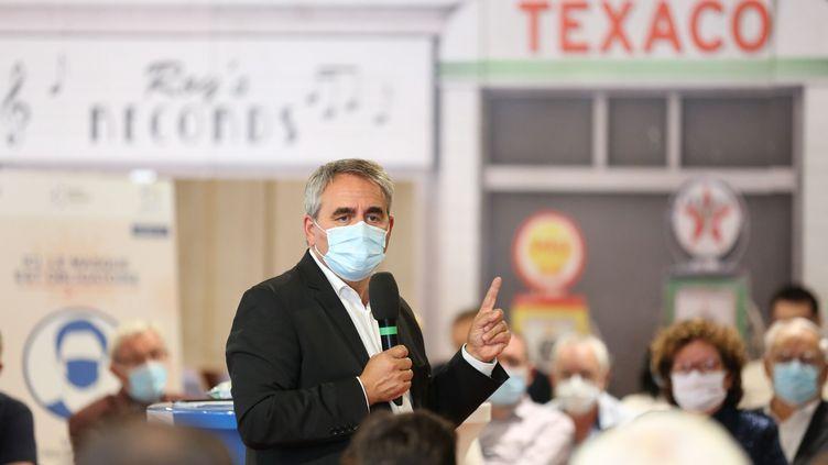 Xavier Bertand, président des Hauts-de-France, lors d'un déplacement pour la relance de l'économie de la région à Abbeville (Somme) le 29 août 2020. (FRED DOUCHET / MAXPPP)