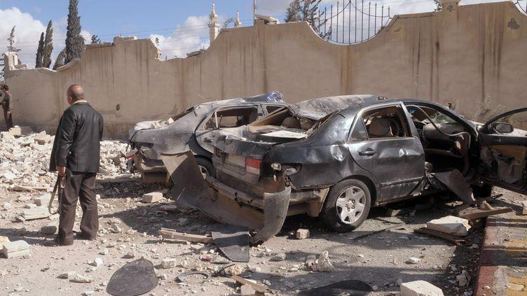 Sur les lieux d'un des deux attentats à la voiture piégée qui ont frappéAlep (Syrie), le10 février 2012. (bh/mro)