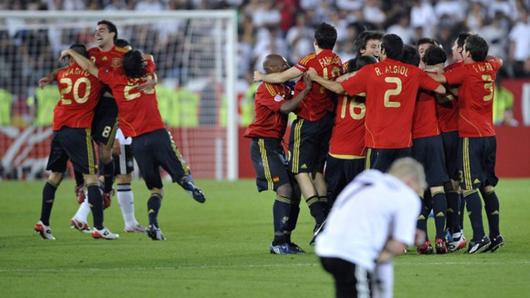 Le 29 juin 2008, l'Espagne triomphe en finale de l'Euro, battant l'Allemagne 1-0. (FRANCK FIFE / AFP)