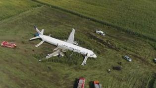 Après avoir percuté des oiseaux, un Airbus a dû atterrir en urgence en Russie jeudi 15 août. 23 personnes ont été blessées. (FRANCE 2)