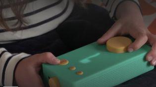 L'entrepriseLuniia décidé de relocaliser sa production de la Chine vers la France.Un choix rendu possible grâce au succès foudroyant de ses petites boîtes, desconteusesà histoires pour les enfants.Reportage à Biarritz(Pyrénées-Atlantiques). (France Info)
