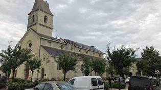 Le clocher de l'église deSaint-Nicolas-de-Bourgueil (Indre-et-Loire) a été partiellement détruit par une tornade, le 19 juin 2021. (MAXPPP)