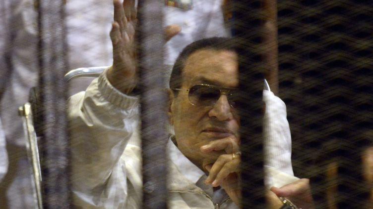 Hosni Moubarak, ex-président égyptien, lors de son procès en appel, le 13 avril 2013 au Caire. (MOHAMED HESHAM / AFP)