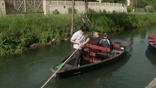 Les Français sont nombreux à prendre l'air durant le week-end de l'Ascension. Dans le Marais Poitevin, les barques sont de nouveaux de sortie, pour le plus grand bonheur des touristes comme des bateliers. (FRANCE 3)