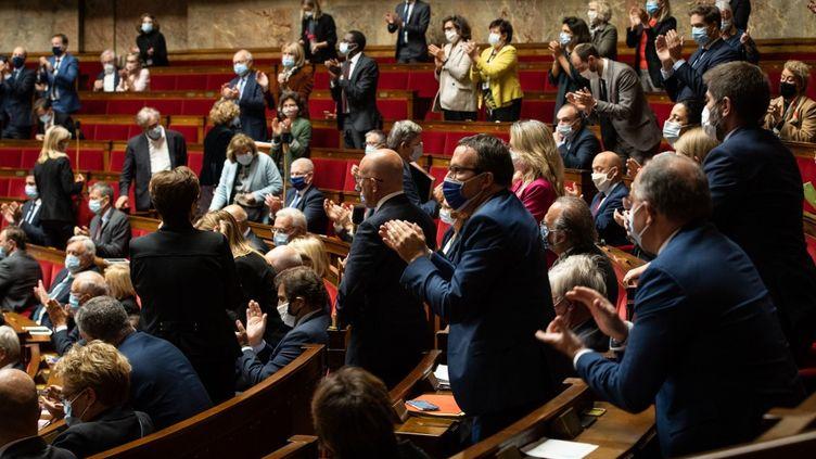 Les députés de l'Assemblée nationale dans l'hémicycle, le 8 octobre 2020, à Paris. (AMAURY CORNU / HANS LUCAS / AFP)