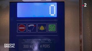 Coincés dans l'ascenseur (ENVOYÉ SPÉCIAL  / FRANCE 2)