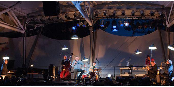De gauche à droite, Laurent de Wilde, Jérôme Regard, Jacques Gamblin, Donald Kontomanou, DJ Alea, Alex Tassel, Guillaume Naturel  (Paul Charbit)