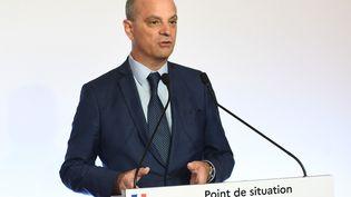 Jean-Michel Blanquer lors d'une conférence de presse, le 27 août 2020, à Paris. (CHRISTOPHE ARCHAMBAULT / AFP)