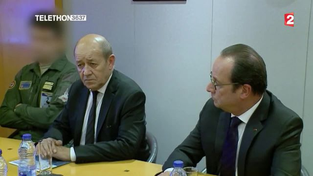 François Hollande sur le porte-avions Charles de Gaulle
