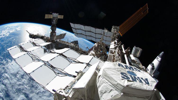 La Station spatiale internationale avec la navette Atlantis et un Soyouz russe, le 12 juillet 2011. (NASA / AFP)