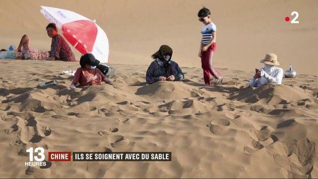 Désert de Gobi : les Chinois se soignent avec du sable