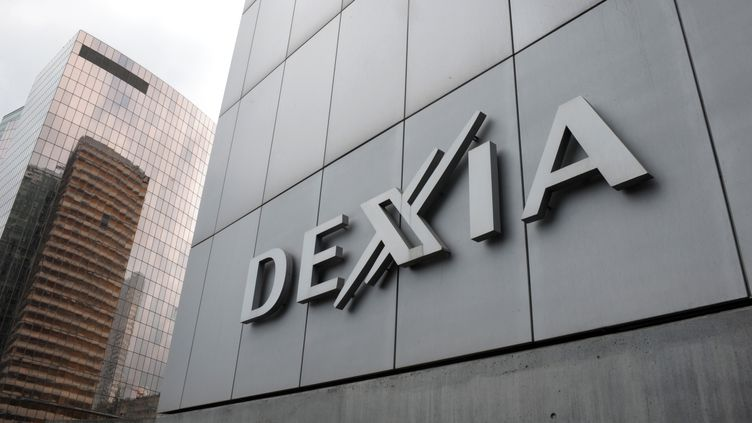 La banque franco-belge Dexia est soupçonnée d'avoir vendu des prêts toxiques à des petites communes. (ERIC PIERMONT / AFP)