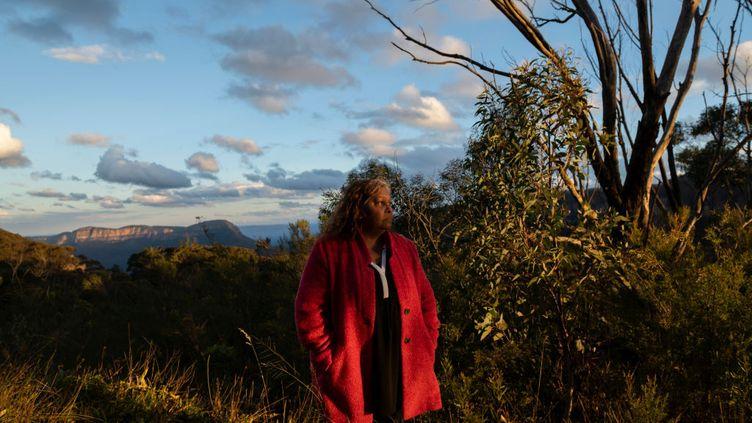 """Elly Chatfield, une survivantede la """"génération volée"""" des aborigènes en Australie, dans la région des Blue Mountains (Nouvelle-Galles du Sud), le 20 mai 2020. (FAIRFAX MEDIA / GETTY IMAGES)"""