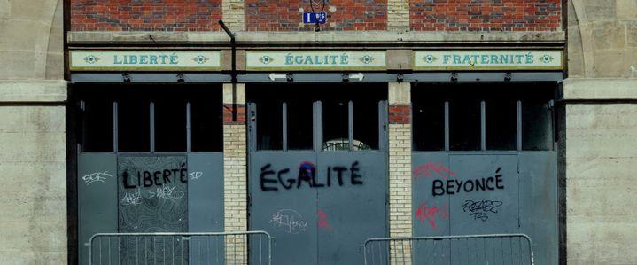 Graffiti sur le parcours d'une manifestation à Paris (@ Danielle L. Goldstein)