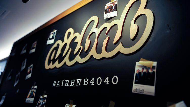 La société Airbnb, via laquelle AriTeman a loué son appartement new yorkais à un homme qui voulait organiser une orgie sexuelle, a dédommagé en partie le malheureux bailleur. (D DIPASUPIL / GETTY IMAGES)