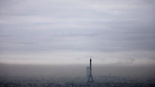 Paris sous un brouillard de pollution, le 6 décembre 2017. (MAXPPP)