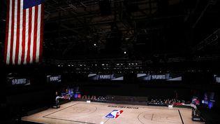 Le terrain vide de laLake Buena Vista, en Floride, le 26août 2020, après le boycott dumatch 5 du premier tour de playoffs de la conférence Est par les Milwaukee Bucks. (KEVIN C. COX / GETTY IMAGES NORTH AMERICA / AFP)
