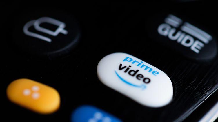 Un bouton pour le démarrage direct de l'application du fournisseur de streaming Prime Video est visible sur une télécommande. (ROLF VENNENBERND / DPA / PICTURE ALLIANCE / MAXPPP)