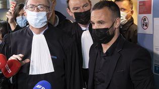 Mathieu Valbuena à la sortie du tribunal, à Versailles, le 20 octobre 2021. (IAN LANGSDON / EPA / MAXPPP)