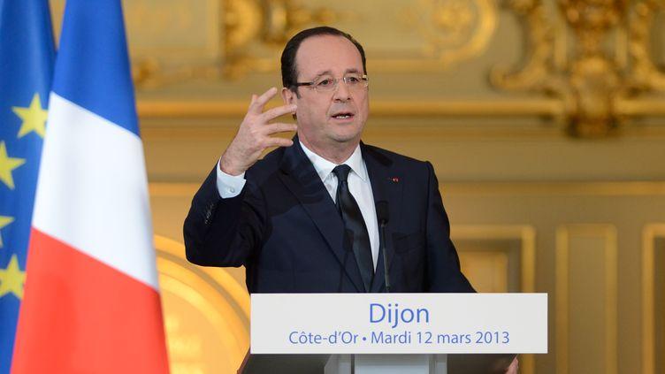 Le président de la République, François Hollande, prononce un discours à la mairie de Dijon (Côte-d'Or), le 12 mars 2013. (ERIC FEFERBERG / AFP)
