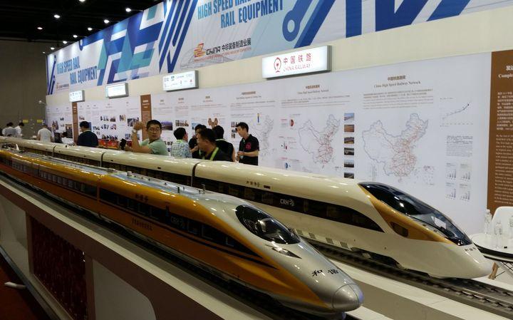 Maquette du train à grande vitesse chinois présenté au Forum Chine-Afrique de Johannesburg. (photo Michel Lachkar)