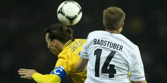 Zlatan Ibrahimovic en duel avec l'Allemand Badstuber
