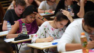 Des lycéens passent le baccalauréat à Strasbourg (Bas-Rhin), le 15 juin 2017. (FREDERICK FLORIN / AFP)