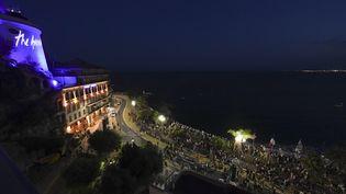 Le DJ set de The Avener à Nice, samedi 11 juillet 2020. (YANN COATSALIOU / AFP)