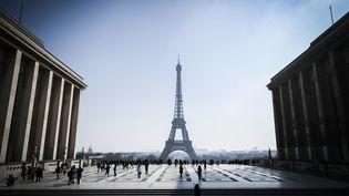 La tour Eiffel vue depuis le parvis des droits de l'homme, à Paris, le 22 février 2018. (STEPHANE DE SAKUTIN / AFP)