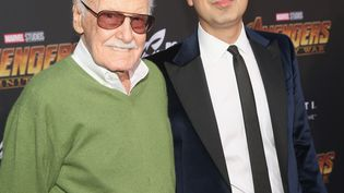 Stan Lee aux côtés de son manager Keya Morgan, le 23 avril 2018 à Hollywood, en Californie (Etats-Unis). (JESSE GRANT / GETTY IMAGES NORTH AMERICA)
