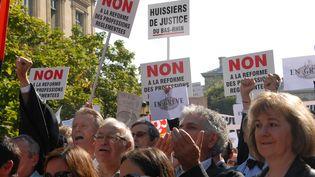 Manifestation des huissiers devant le Palais de justice de parsi, le 15 septembre 2014 (CITIZENSIDE / PATRICE PIERROT / AFP)