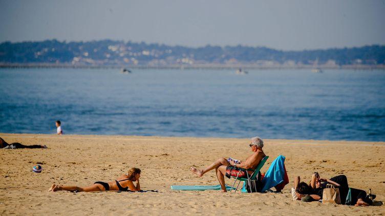 Les touristes profitent du soleil en baie d'Arcachon (Gironde), le 22 février (MAXPPP)