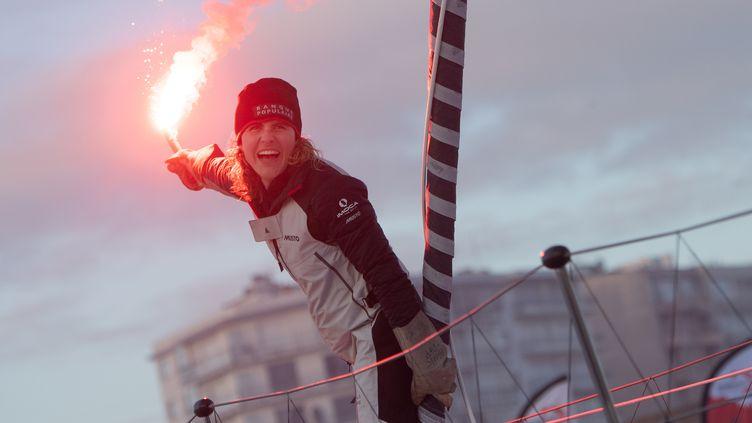 La navigatrice Clarisse Cremer après avoir franchi la ligne d'arrivée du Vendée Globe au large des Sables-d'Olonne, le 3 février 2021. (LOIC VENANCE / AFP)