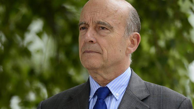 Le maire de Bordeaux, Alain Juppé, inaugure la plage du Lac à Bordeaux (Gironde), le 27 juin 2015. (  MAXPPP)