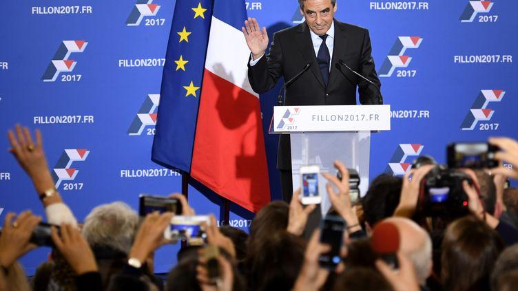 François Fillon, après sa victoire à la primaire de la droite, dans son QG, à Paris, le 27 novembre 2016. (ERIC FEFERBERG / AFP)