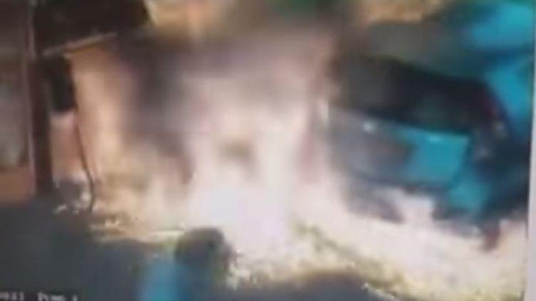La pompe à essence incendiée, le 29 avril 2015 à Jérusalem (Israël). (ישראל שלנו / YOUTUBE)