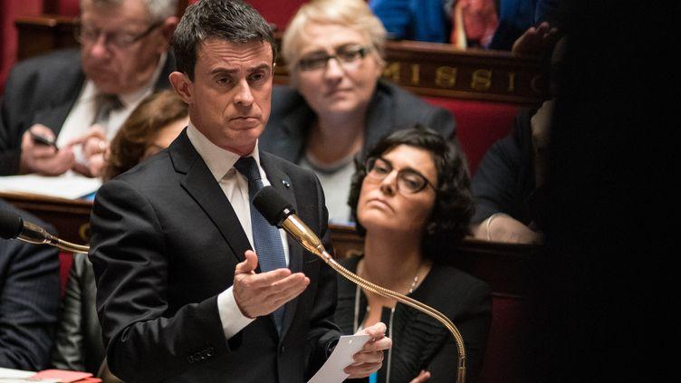 Le Premier ministre, Manuel Valls, assiste à une séance de questions au gouvernement à l'Assemblée nationale, le 5 avril 2016. (YANN KORBI / CITIZENSIDE / AFP)