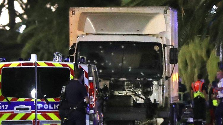 (Le camion utilisé par Mohamed Lahouaiej Bouhlel sur la Promenade des Anglais à Nice © AFP / Valery Hache)