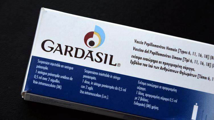 Le Gardasil, commercialisé par Sanofi Pasteur MSD, est l'un des vaccins quipermettent de se prémunir contre le papillomavirus (HPV). Mais son utilisation est contestée en France. (JEAN-PIERRE MULLER / AFP)