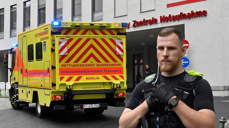 Une ambulance de l'armée allemande transportant vraisemblablement Alexei Navalny, figure de l'opposition russe, arrive le 22 août 2020 à l'hôpital Charite de Berlin. (JOHN MACDOUGALL / AFP)