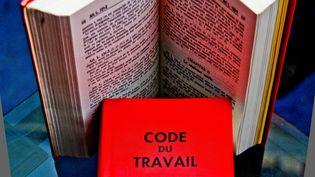 """La """"mission des Sages"""", constituée en novembre autour de Robert Badinter, énumère 61 """"principes essentiels"""" devant régir le futur Code du travail.     (GILE MICHEL/SIPA)"""