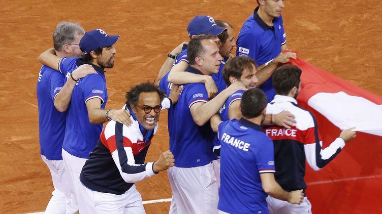 Yannick Noah et l'équipe de France de Coupe Davis (CHARLY TRIBALLEAU / AFP)
