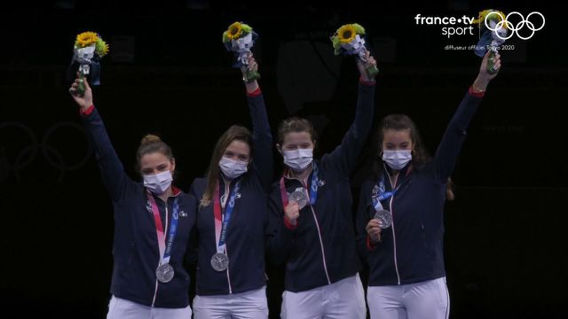 Après avoir longtemps tenu tête aux athlètes du Comité olympique de Russie, l'équipe de France féminine s'incline 45-41. Les Bleues décrochent la 19e médaille de la délégation tricolore.