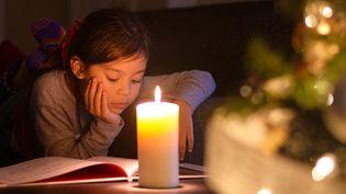 Des livres pour les enfants sous le sapin  (CLM Images / Getty Images)