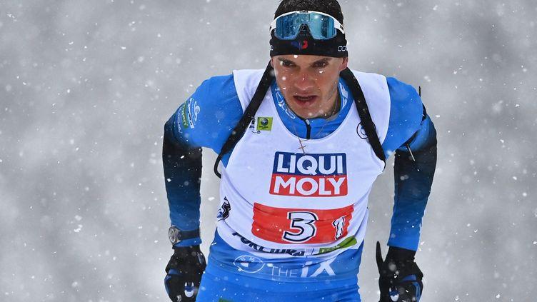 Emilien Jacquelin, lors du relai mixte des championnats du monde àPokljuka (Slovénie), le 10 février 2021. (JOE KLAMAR / AFP)