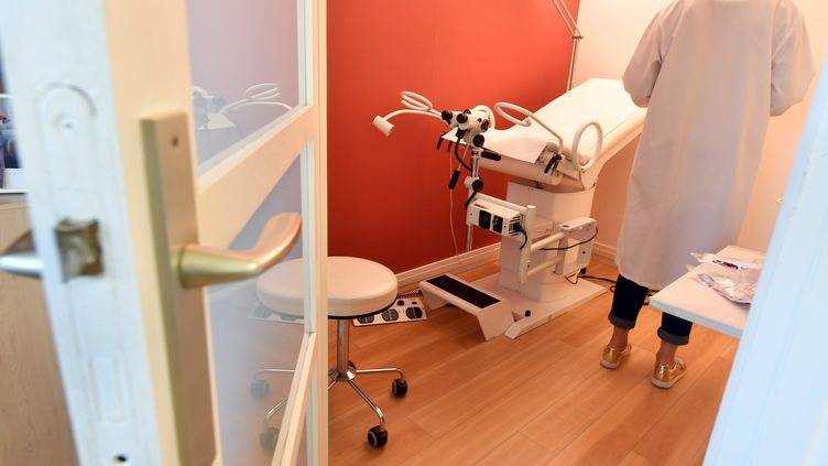 Les patientes, comme les médecins, pâtissent de la pénurie de gynécologues en France (illustration). (MAXPPP)